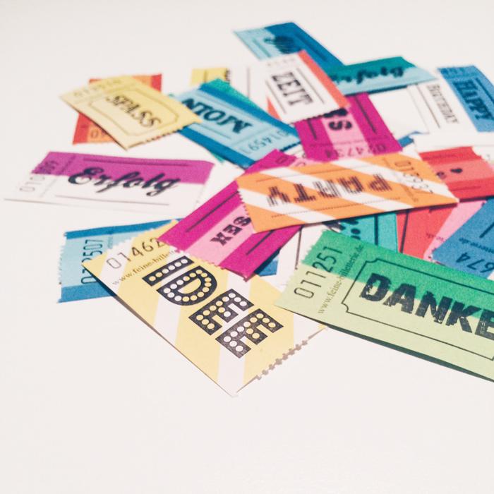 Billeterie bzw. Wertmarken mit verschiedenden Aufschriften wie Idee, danke, Erfolg, Spaß