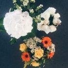 drei Blumensträuße