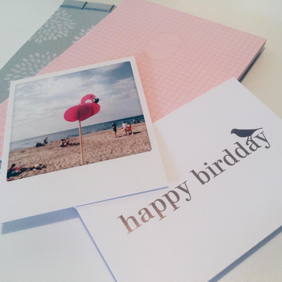 zwei Geburtstagskarten und zwei Blöcke, alles in mint, pink und weiß