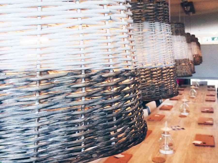 Lampen über Tisch