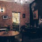 Gastraum des Cafes Louise Cherie