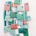Kleine grüne Päckchen mit gestempelten Zahlen