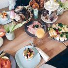 Bild von einem schön gedeckten Frühstückstisch