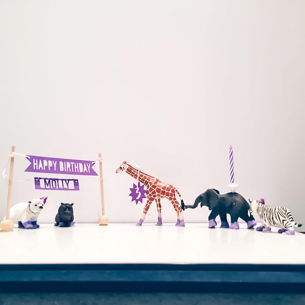 Schleichtier Geburtstagsparade für Kinder als Geschenkidee von fairy likes