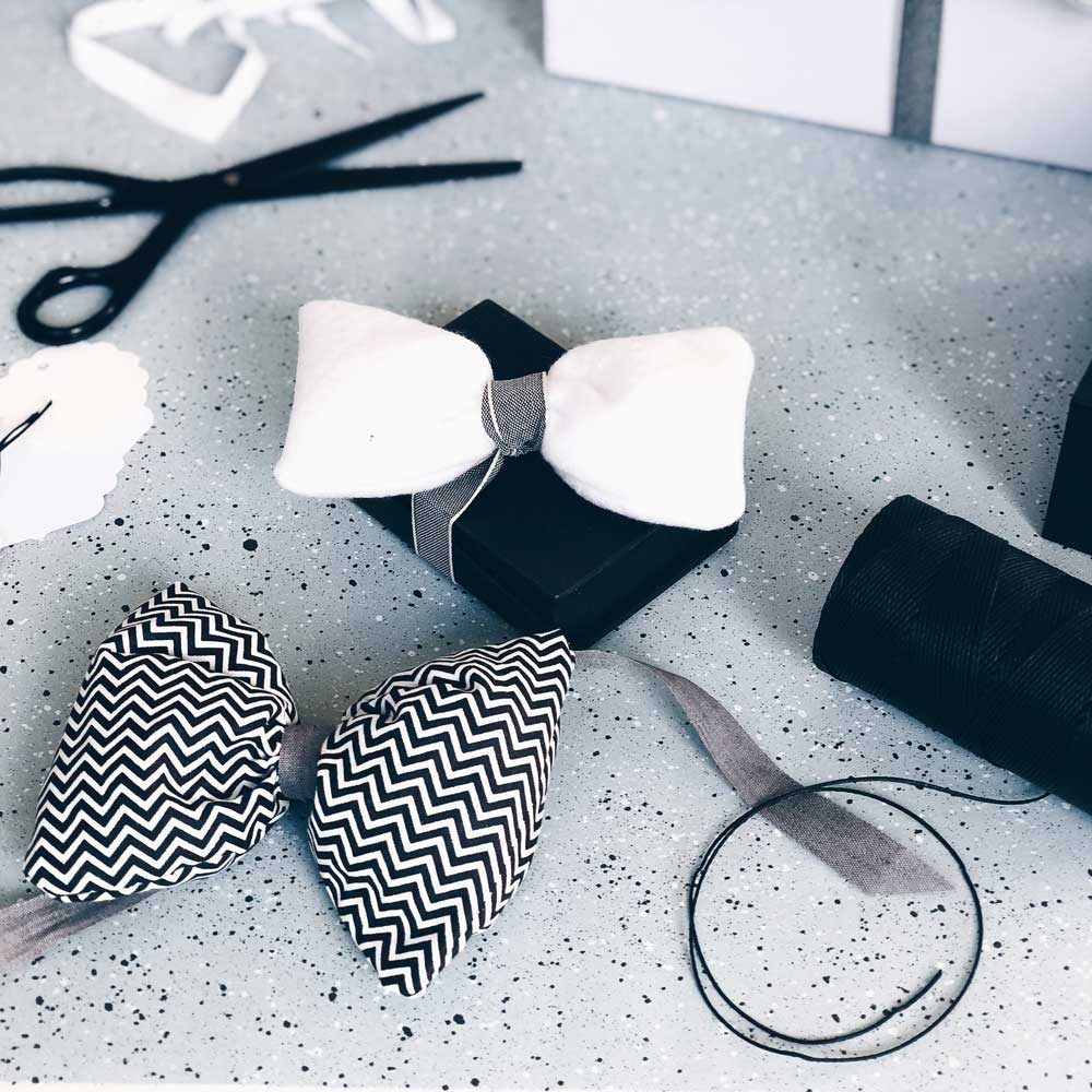 Schleife für Geschenke aus Filz und Stoff als Verpackungsidee